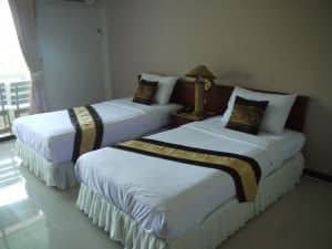 Natural Beach Hotel pattaya room