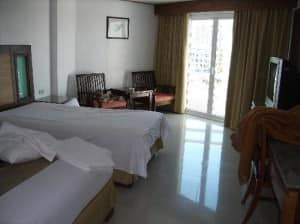 Royal Twins Hotel Central Pattaya Deluxe Bedroom view