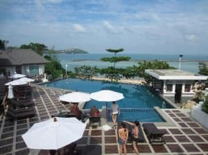 Al's Laemson Samui resort pool and bar facing the beach