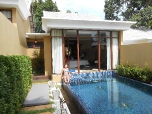 Pawanthorn Samui pool with villa entrance