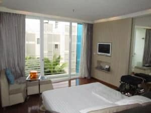 Dusit D2 Baraquda Pattaya Hotel room with bed