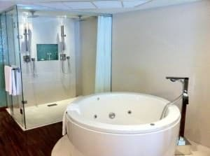 Dusit D2 Baraquda Pattaya Hotel tub and toilet