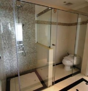 LK Miracle Suite Pattaya shower and toilet