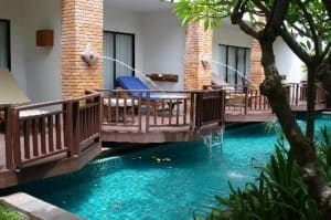 Woodlands Hotel and Resort Pattaya terrace with pool
