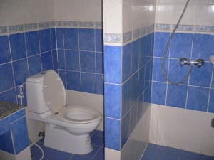 Beshert Guesthouse Karon Phuket wet room and toilet