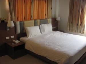 Green Harbor Hotel &amp; Service Apartment Phuket Patong bedroom